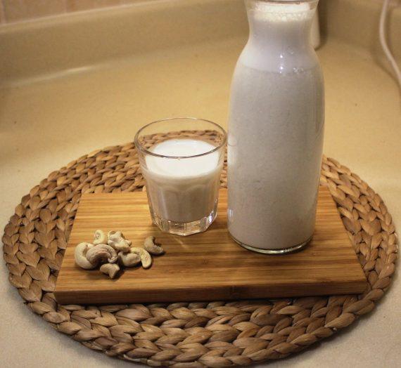 الحليب النباتي بكل أنواعه : اللوز ، الكاجو ، جوز الهند