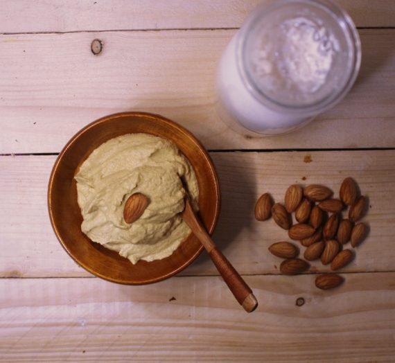 حليب اللوز و جبن اللوز النباتي